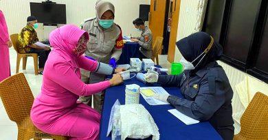 Tim Revaco Laksanakan Vaksinasi 100 Orang di Polresta Tangerang