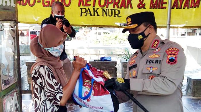 Polda Jateng Salurkan 39 Ribu Paket Sembako dan 231 Ribu Kilogram Beras untuk Warga Terdampak PPKM