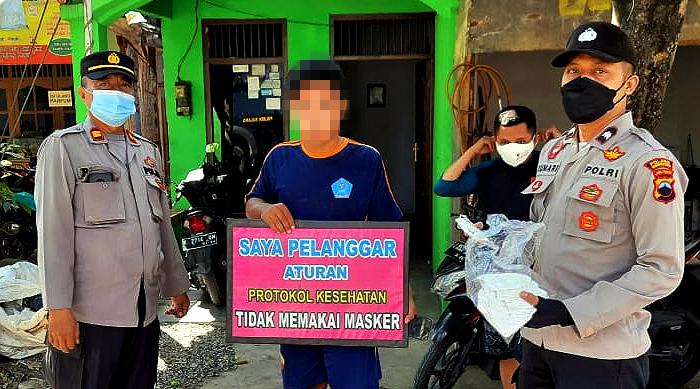 Gelar Ops Yustisi, Polsek Sulang Rembang Bagikan Masker Gratis